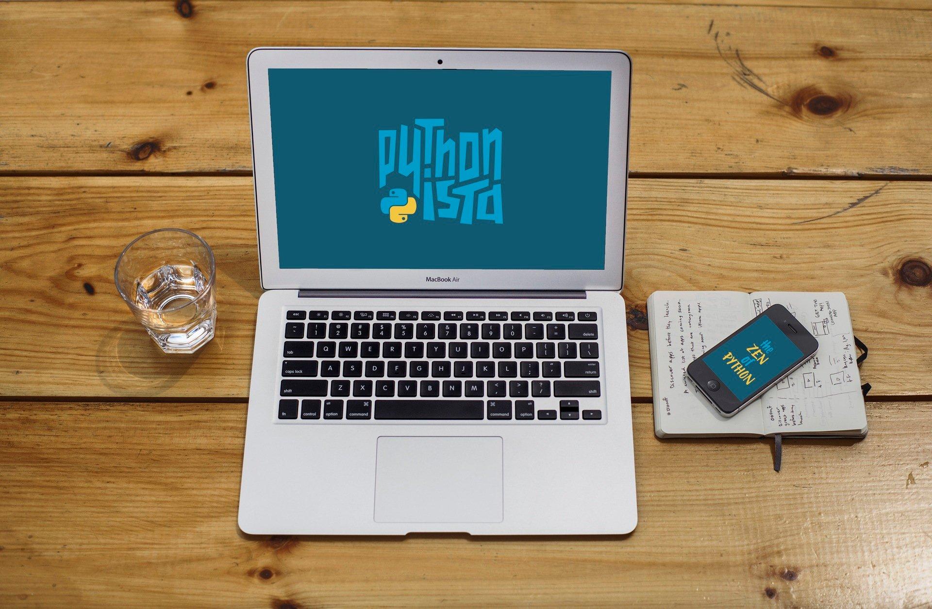 """Pythonista"" Python Wallpaper"